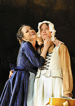 Photo: Wiener Volksoper: LE NOZZE DI FIGARO - Inszenierung Marco Arturo Marelli. Premiere am 25.11.2012. Rebecca Nelsen, Dorottya Lang. Foto: Barbara Zeininger
