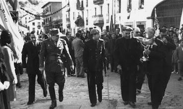 Photo: Banderen desfilea eta bedeinkapena