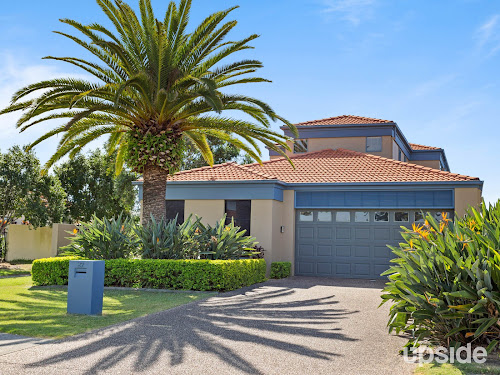 Photo of property at 27 Lee Anne Crescent, Helensvale 4212