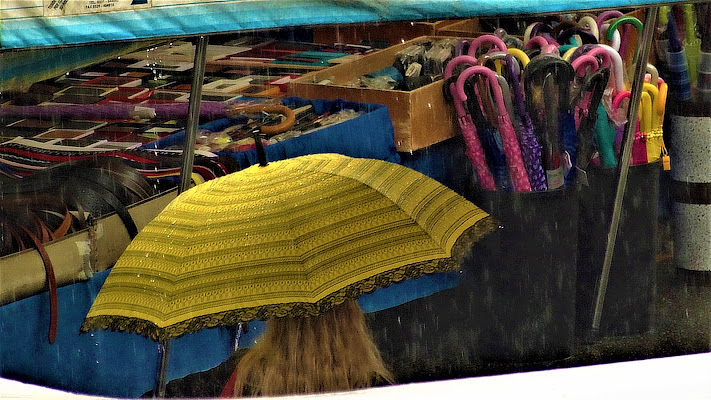 Ombrelli al mercato di iento