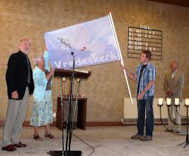 Photo: Het vredesduifminiatuur van Maja Wouterse werd uitgekozen als ontwerp voor de vlag