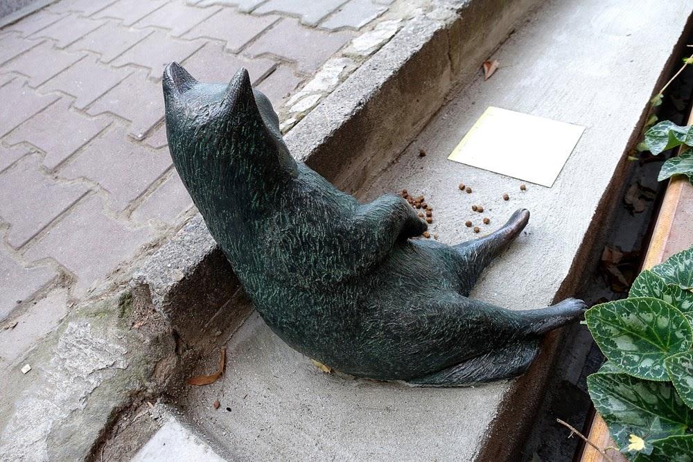 Tombili, o gato de Istambul que virou meme ganhou uma estátua