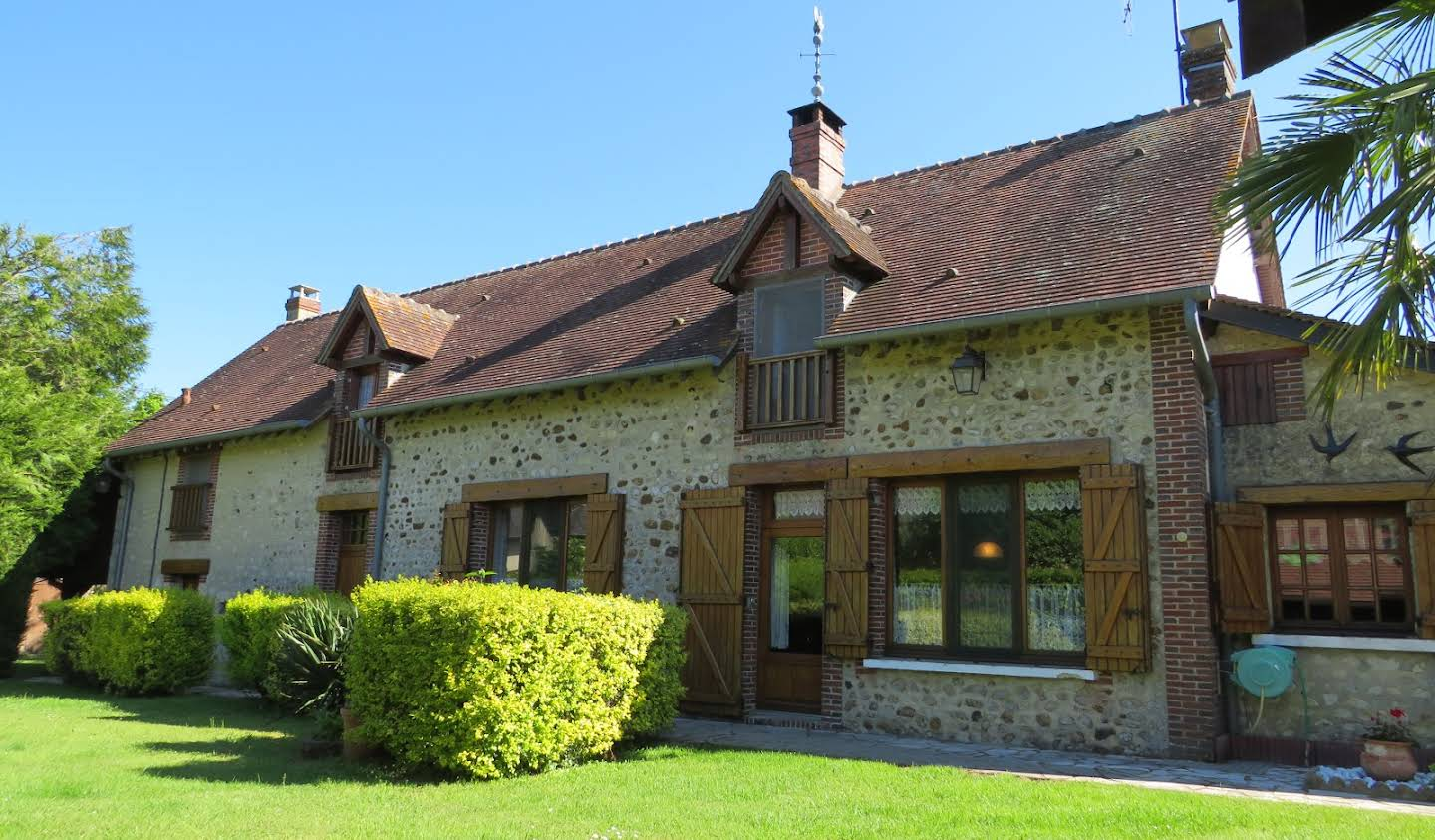 House with garden Autheuil