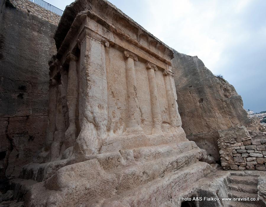 Гробница Захарии в Кедронской долине в Иерусалиме. Вид слева. www.isravisit.co.il