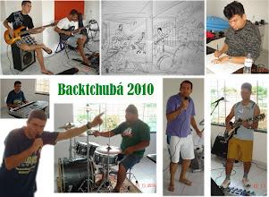 Photo: Ensaio de 15/11/2010:  eu, Valdemar (vocal), Guilherme (baixo), Harlen (Guitarra), Yuri (guitarra), Banana (bateria) e o nosso amigo e grande desenhista Iolivan.