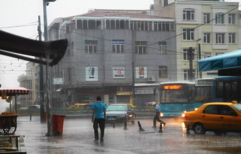 Pioggia al mercato di giacomo_fiorani