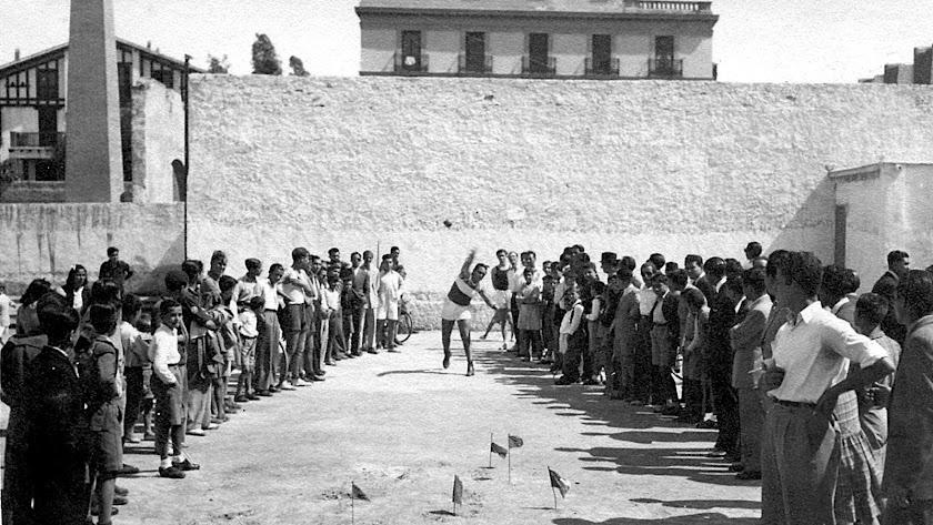 el solar de la terraza Apolo, donde hoy se levanta el Gran Hotel, fue escenario deportivo y de atracciones de feria en los años de la posguerra.