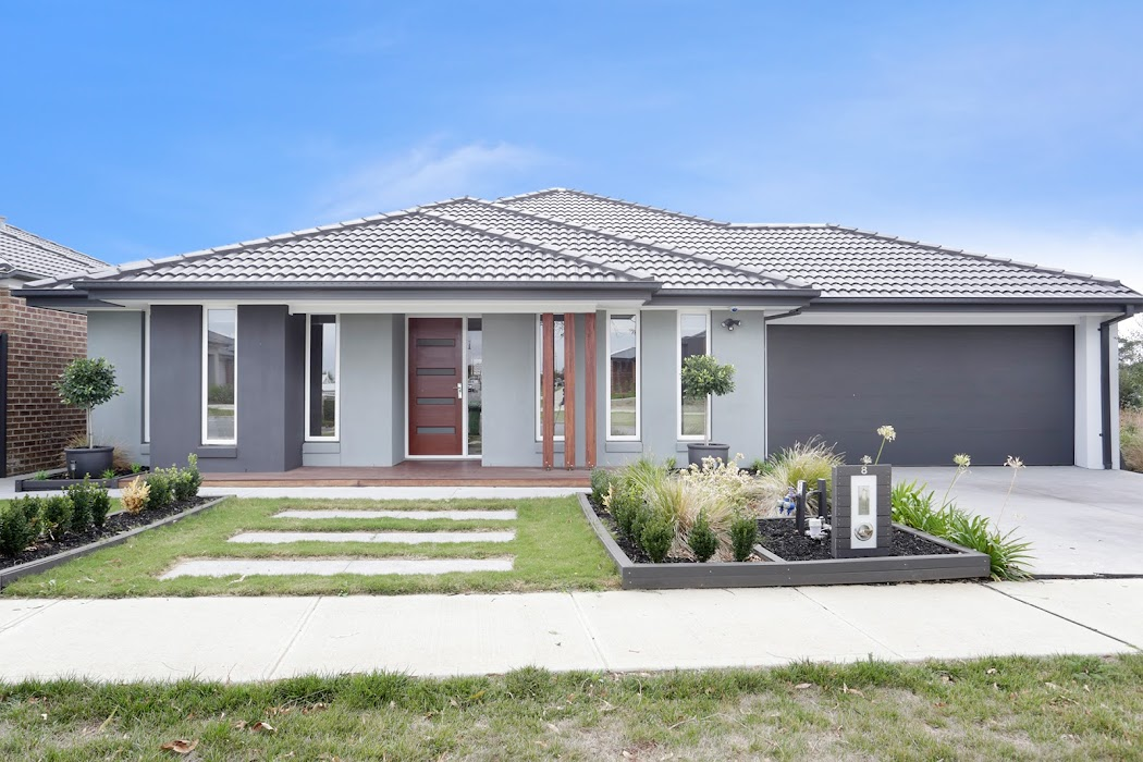 Main photo of property at 8 Ranfurlie Boulevard, Cranbourne West 3977
