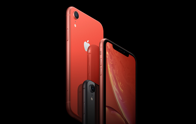 iPhone Xr phone colours black, coral and red.