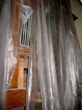 Photo: Přední část varhan zakrytá folií