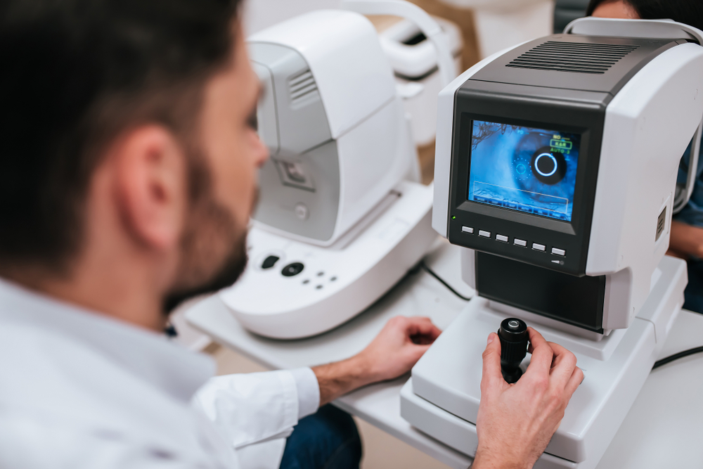 Exame de pressão ocular pode ajudar no diagnóstico de glaucoma. (Fonte: Shutterstock)