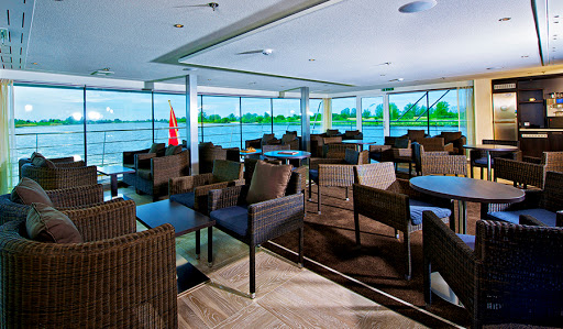 Avalon-Vista-club-lounge - Take a seat in Avalon Vista's club lounge and watch Europe's beautiful countryside glide by.