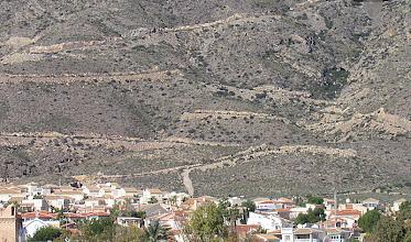 Photo: Jag blickar bakåt och ser alla stigarna uppe i bergen. Det är dessa som Rozz och jag brukar vandra på.