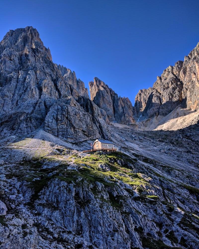 Surrounded by Dolomites di utente cancellato