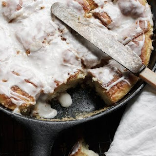 Easy Skillet Cinnamon Roll Bake