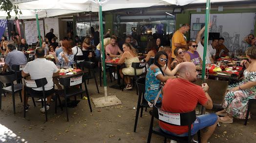 Aspecto de bares y terrazas durante esta semana de \'no Feria\'.