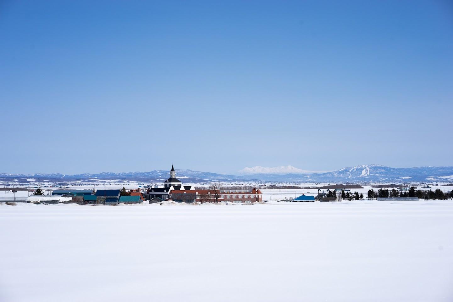 白く浮かび上がる大雪山連峰