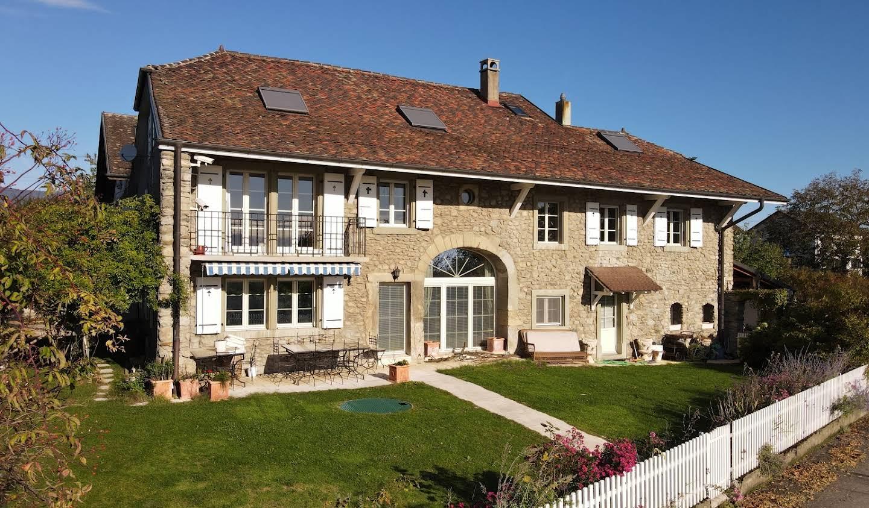 Maison avec piscine et jardin Reverolle