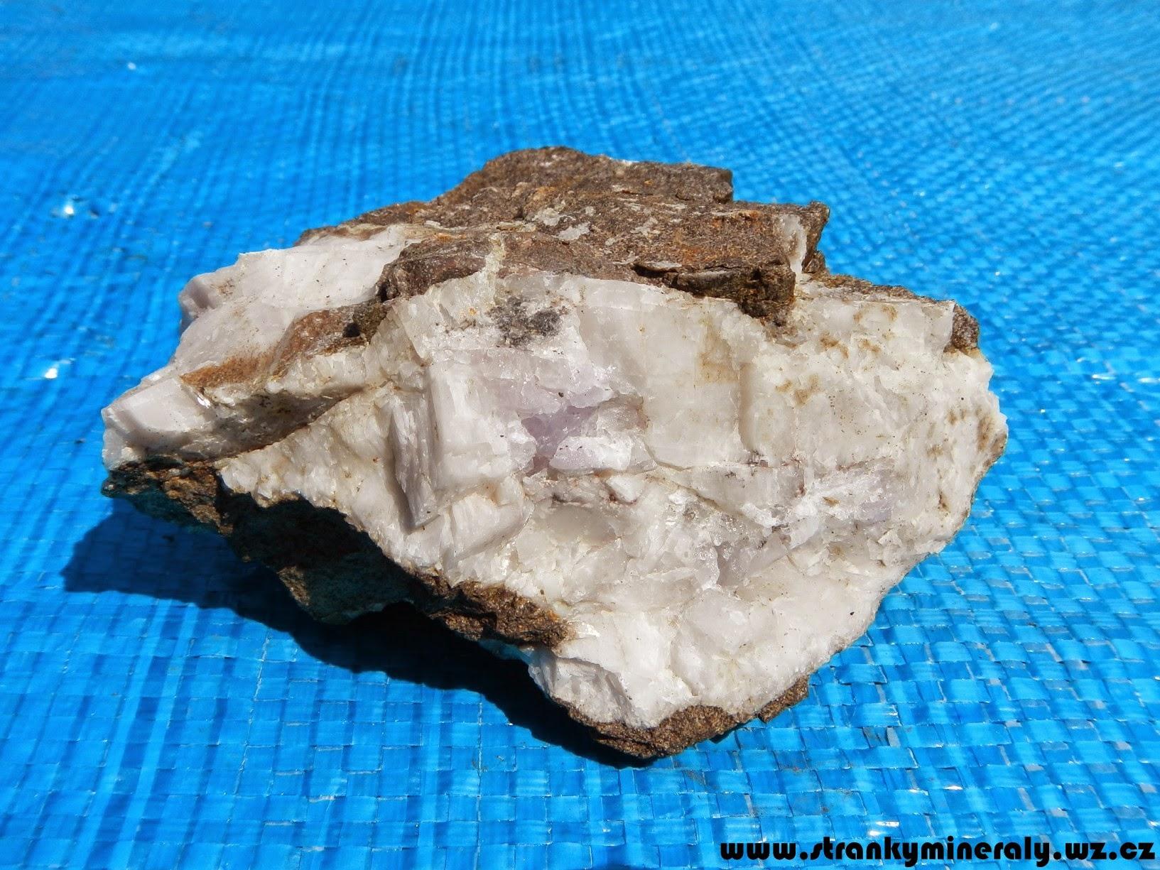 Photo: Kalcit s ametystem (Doubravice). Velikost vzorku 113 mm. Nalezeno dne 6.7. 2014.