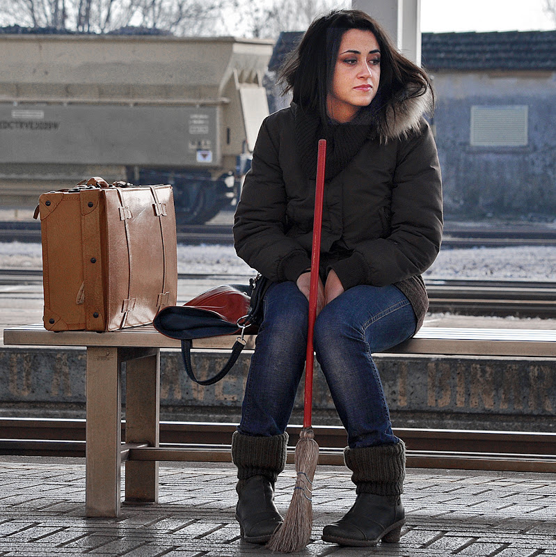 problemi di accensione alla scopa, la befana ricorre al treno. di kaos