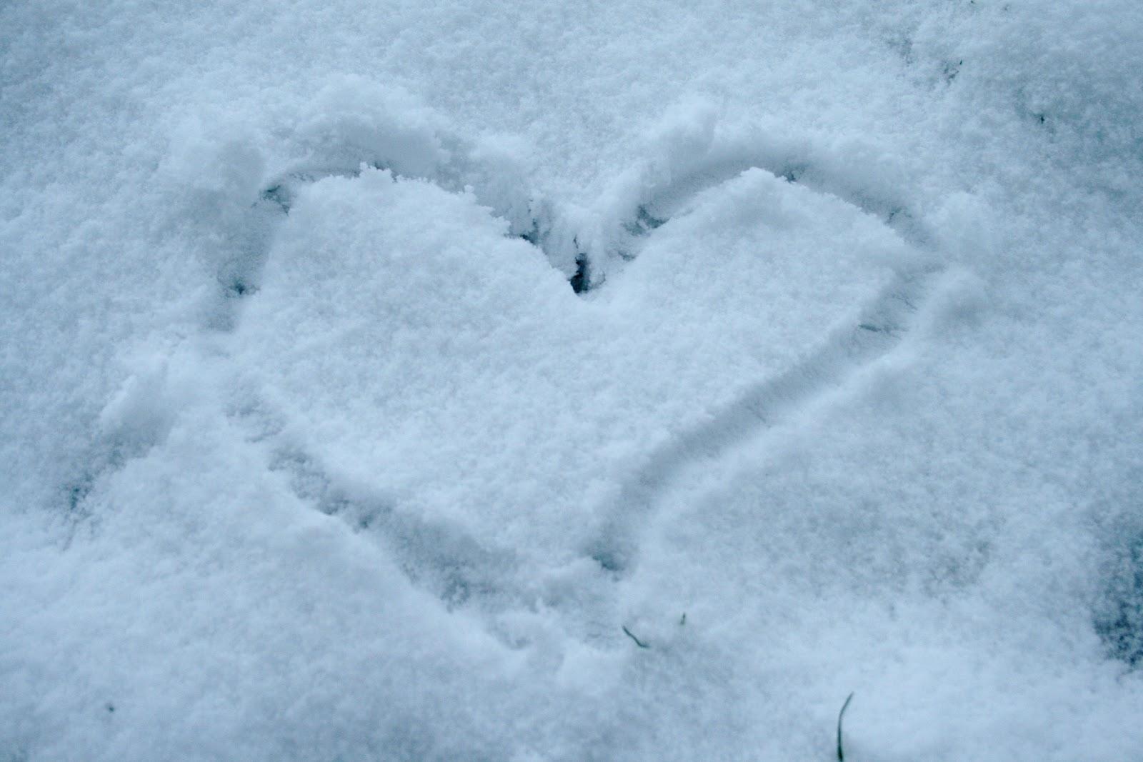 File:Heart of snow.JPG