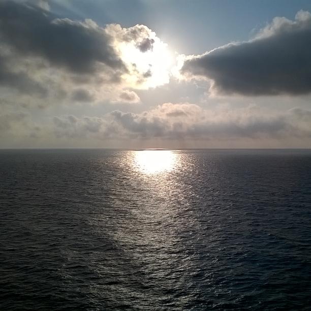 giochi di luce e ombre in mezzo al mare di Alessandro Boffini