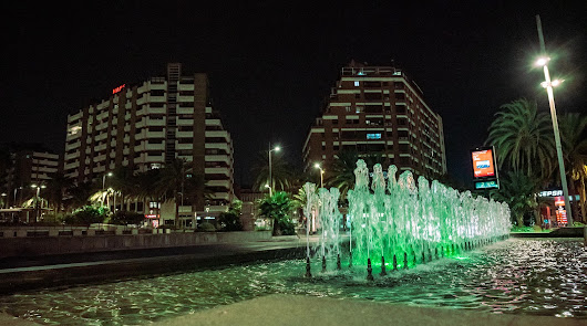 Almería ilumina sus fuentes de verde para concienciar y sensibilizar