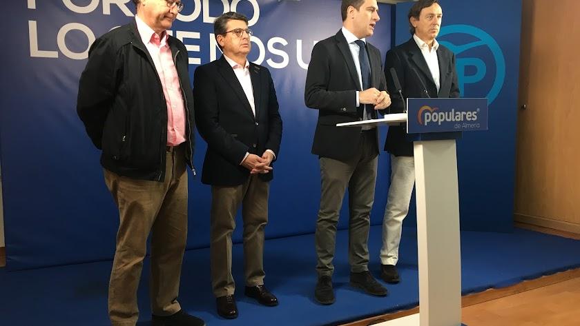 Diputados y senadores del PP de Almería, ayer.