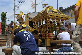 Photo: 【平成23年(2011) 宵々宮】  小人・大人神輿の飾り付け。