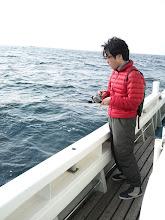 Photo: さあー!近海ジギング、午後の部です! 「な、何かグイグイって・・・」