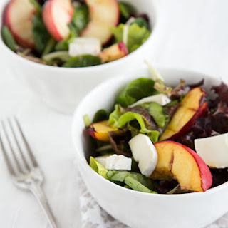 GREEN SALAD WITH GRILLED PEACHES AND GOAT CHEESE.