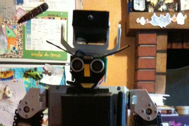 Photo: REMI a désormais un émetteur infrarouge embarqué.