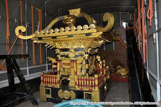 Photo: 神輿大改修 神輿搬出・工場搬入 平成27年7月27日(月)  輸送車に載せられた神輿