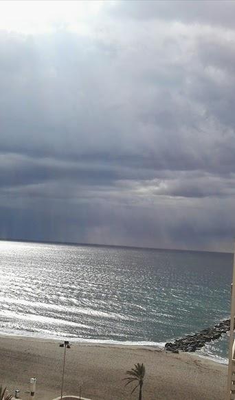 Playa de El Zapillo, este lunes.