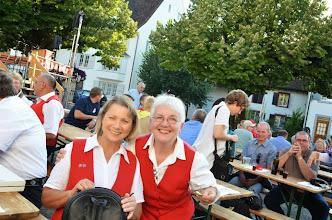 Photo: Zwei fröhlich gestimmten GF Führungsteammitglieder Charlotte Wullschleger (l) und Margrit Siegrist.