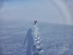 Photo: marche vers le sommet du Phillipsfjellet dans la brume