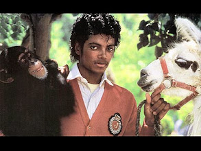 Photo: UNSPECIFIED - JANUARY 01:  (AUSTRALIA OUT) Photo of Michael JACKSON; Michael Jackson with chimp Bubbles and pet llama  (Photo by GAB Archive/Redferns)???????