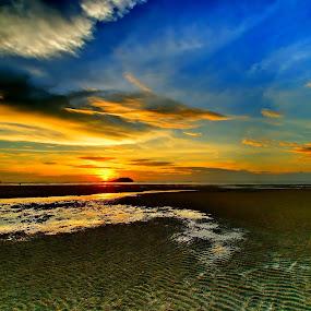 Sunset @ Tanjung Pendam Beach by Sigit Setiawan - Landscapes Sunsets & Sunrises ( reflection, indonesia, tanjung pendam, beach, senset, belitung )