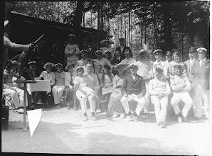 """Photo: Ca. 1910 Odense Roklub til """"Syng Sammen"""". Intet mindre end en dirigent skulle der til. Stedet billedet er sandsynligvis ved Næsby Hoved Skoven."""