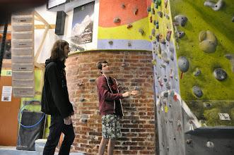 Photo: Bouldrování na horolezecké stěně v rámci školního dne sportu (Lezecké centrum Tendom Blok v Ostravě-Vítkovicích, úterý 28. leden 2014).