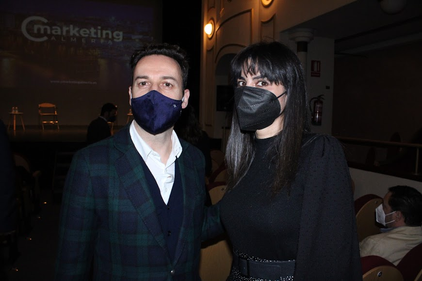 El director comercial de La Voz, Ricardo Céspedes, y la socia-gerente de Addingestión, Gema Salinas.