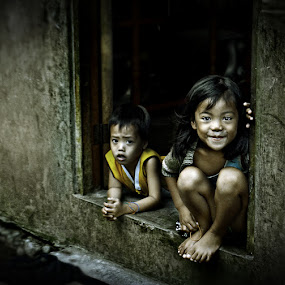 by Rodel Cabantac - News & Events World Events ( child, street, grungy, children, rodel cabantac )