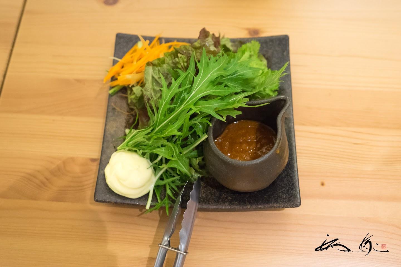 野菜で「やさい」を食べるグリーンサラダ