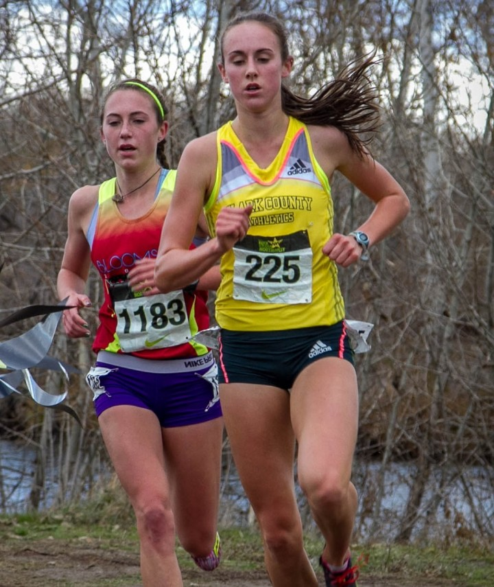 Alexa Efraimson leads Makena Morley at NXN NW (Gary Paulson photo)