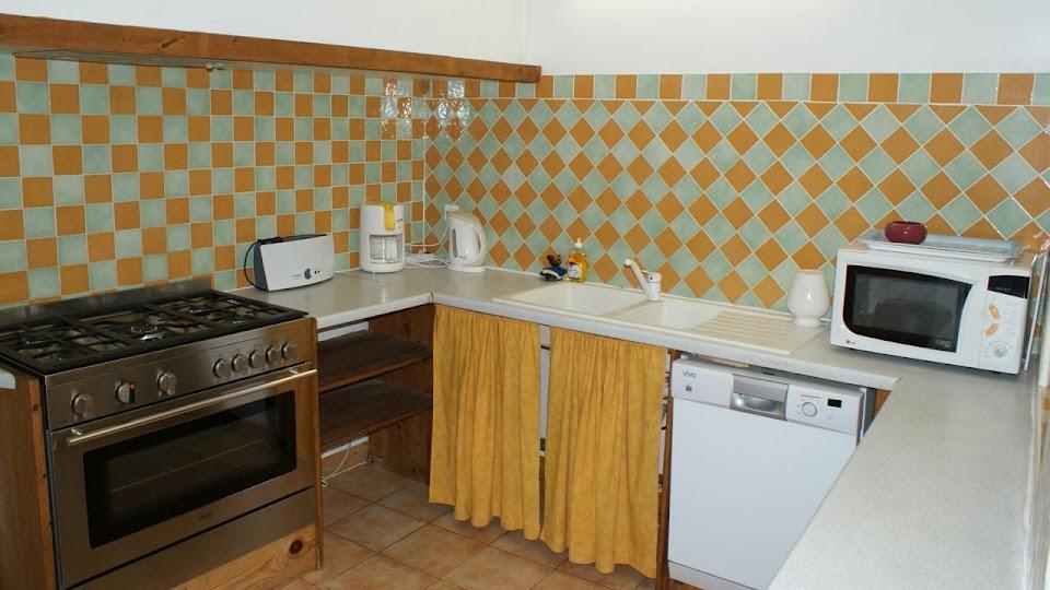 La Fermette gîte 3 étoiles pour 9 à 12 personnes à Surgères près de La Rochelle cuisine
