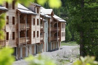 Photo: Façade de la résidence en été