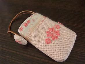 Photo: 北海道の友人へのお土産はてづくりしたこぎんポーチ。出発直前までちくちく。
