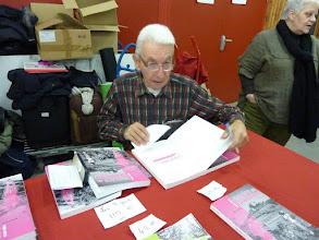 Photo: L'historien de la FFCT, Raymond Henry dédicace son livre