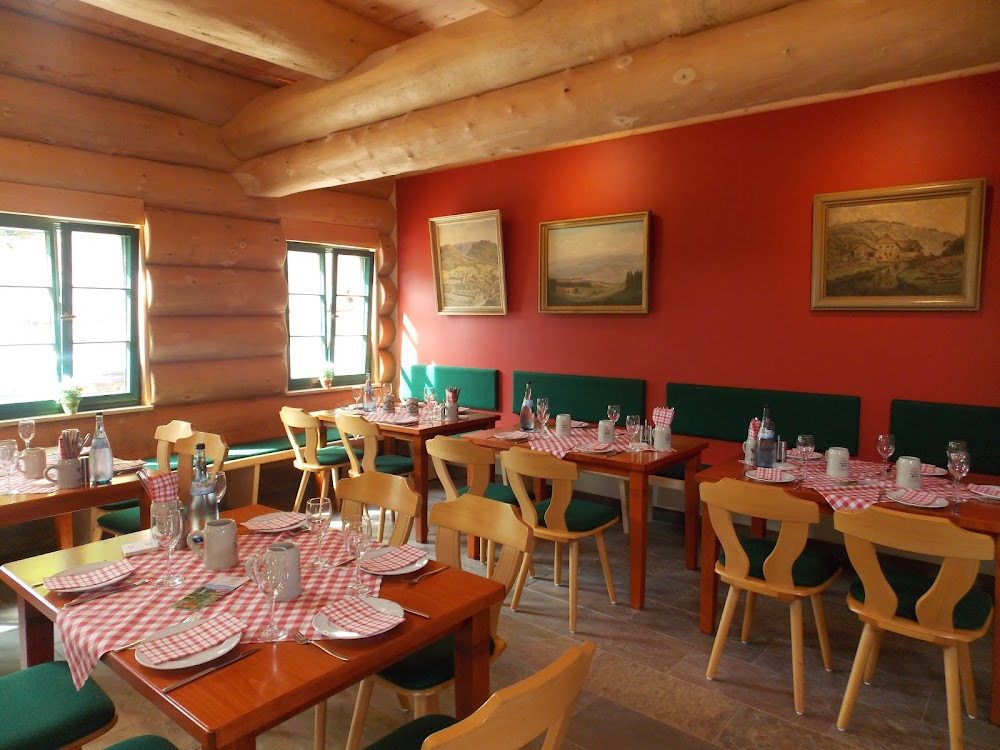 Die Schlossberghütte bei Bad Teinach lockt zu einer wärmenden Rast!