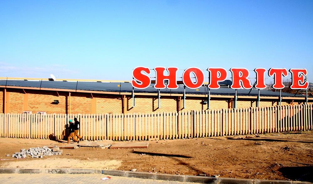 Shoprite-winkels sluit in Joburg terwyl personeel protesteer oor 'lui k *****' s-slur - SowetanLIVE